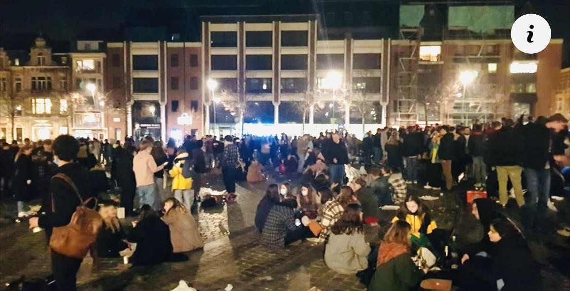 Honderden studenten vieren feest op Leuvense Ladeuzeplein