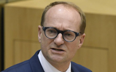 Minister Weyts wil kinderen niet onder druk zetten. Er bestaat ook nog zoiets als ouderlijk gezag.